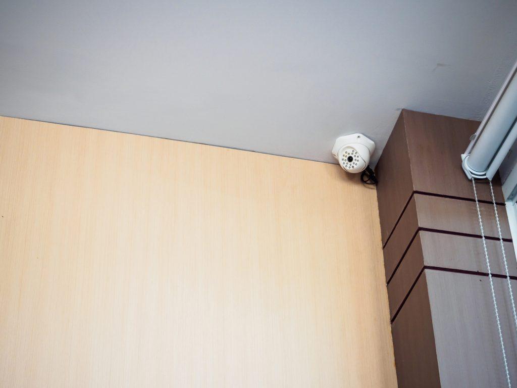 防犯カメラは一家に一台!玄関にはワイヤレスタイプがおすすめ