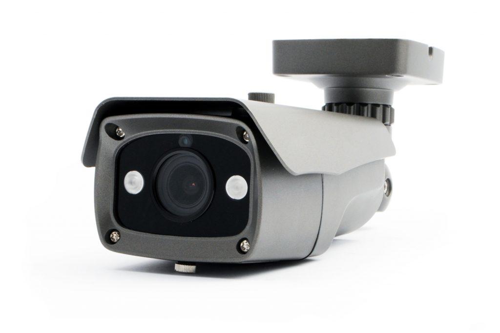 犯罪者を威嚇したい!威嚇効果を発揮する防犯カメラの選び方