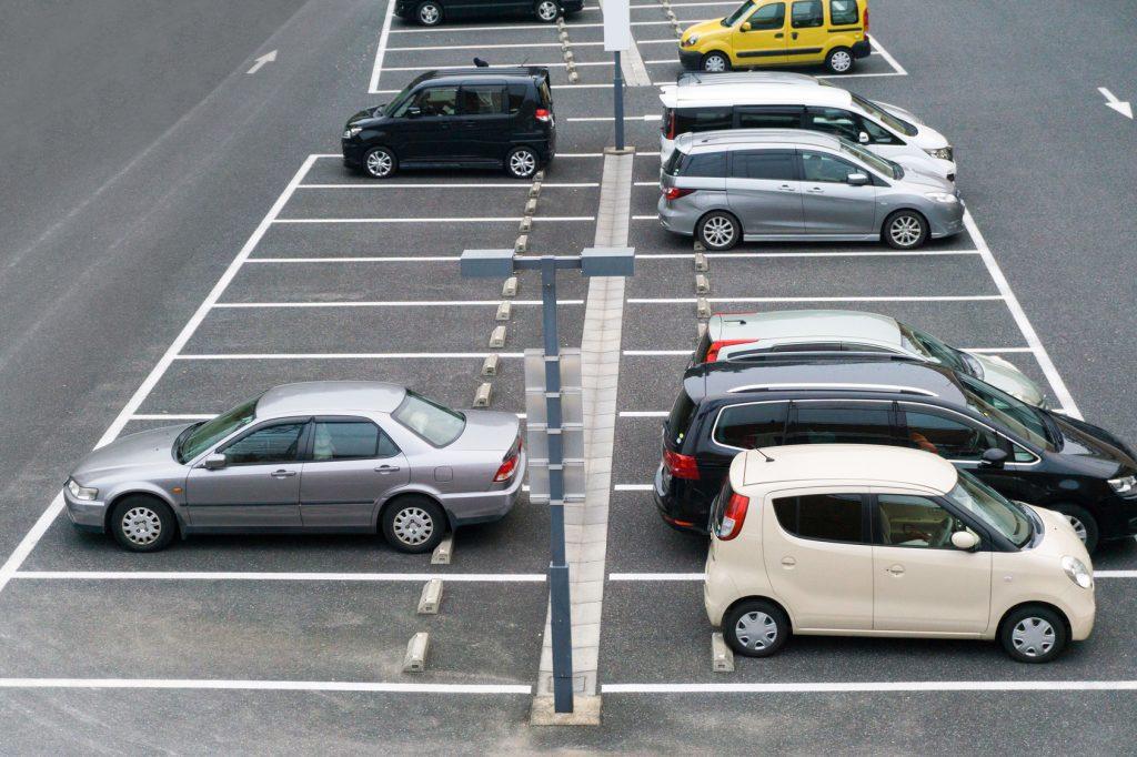 屋外に設置する防犯カメラで、駐車場や建物を犯罪者から守る!効果的な防犯対策