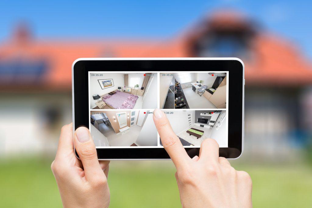 防犯カメラはスマホで遠隔操作できる!アプリを活用して手軽に始めよう